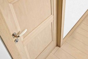 Futura Infissi - porta in legno con maniglia